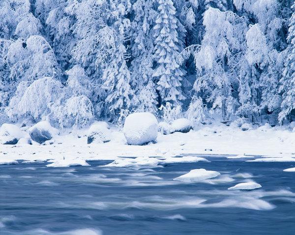 Vinter vid Strängforsen i Klarälven.