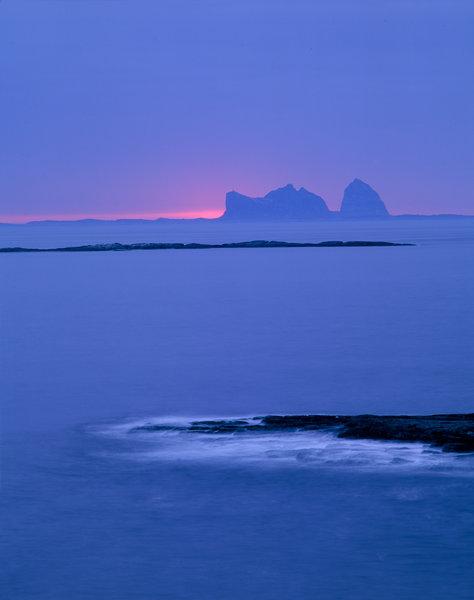 Kustlandskap med ön Traena.