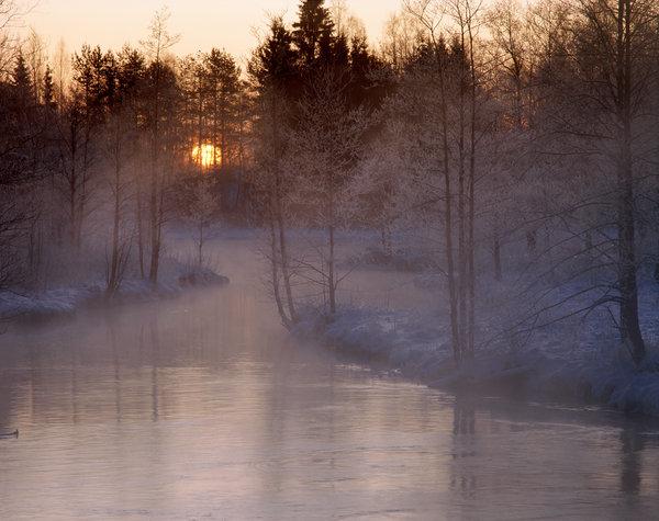 Soluppgång vid ån.