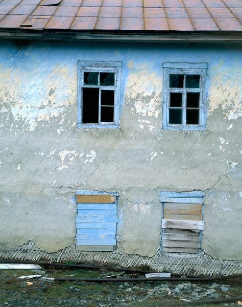 Fönster i rivningskåk.