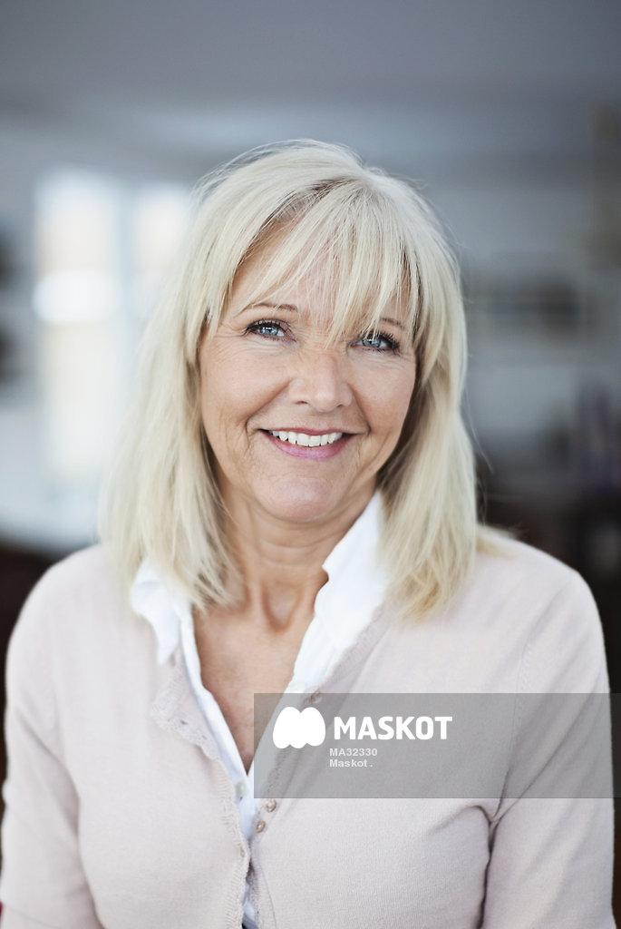 svensk mogen kvinna