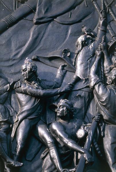 Stadsduva (columba livia) på staty.