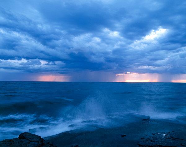 Regnskur över havet.