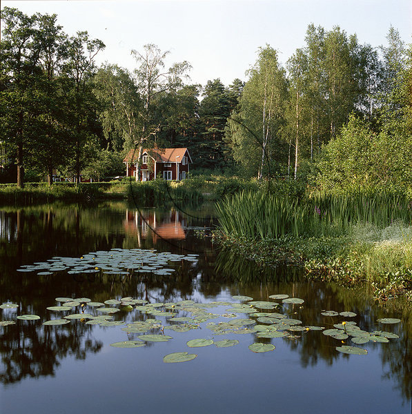 Hus vid sjö