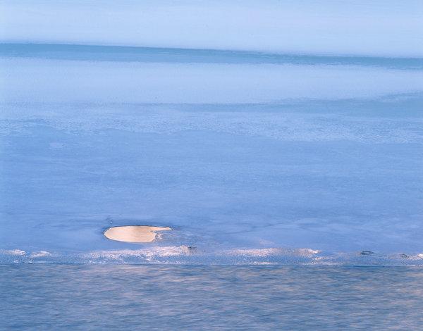 Öppet vatten på is.