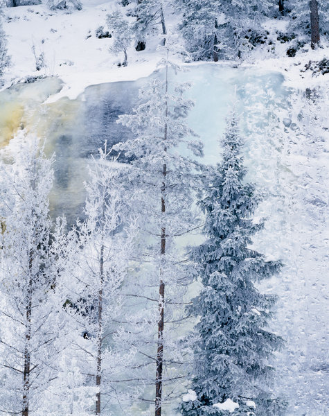 Isformationer och frostiga träd.