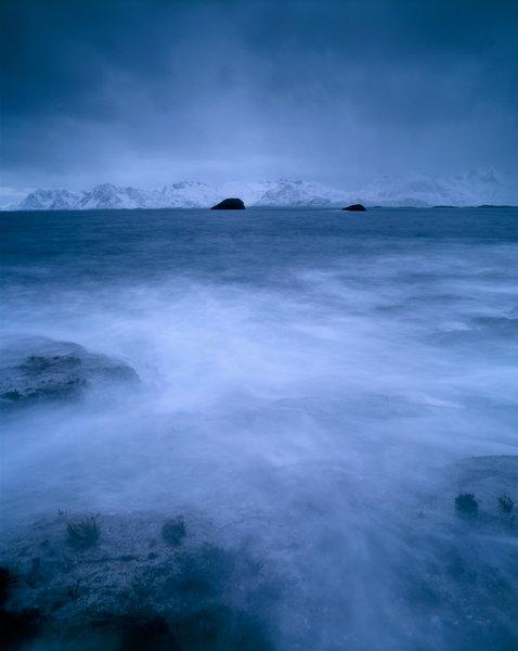 Vågor vid kusten.