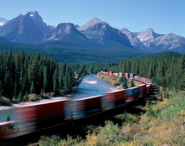 Tåg i landskapet.